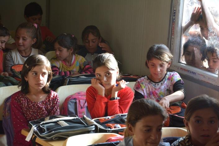 Unterstützung von Schülerinnen und Schüler im Shingal-Gebirge